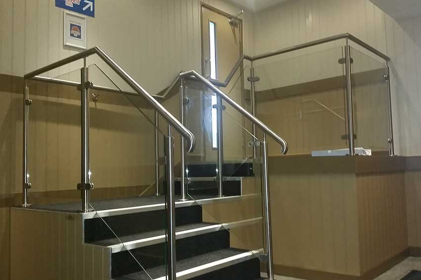 Glass balustrading stainless handrail