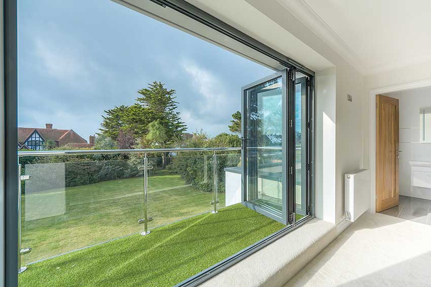 Postmounted glass balustrades