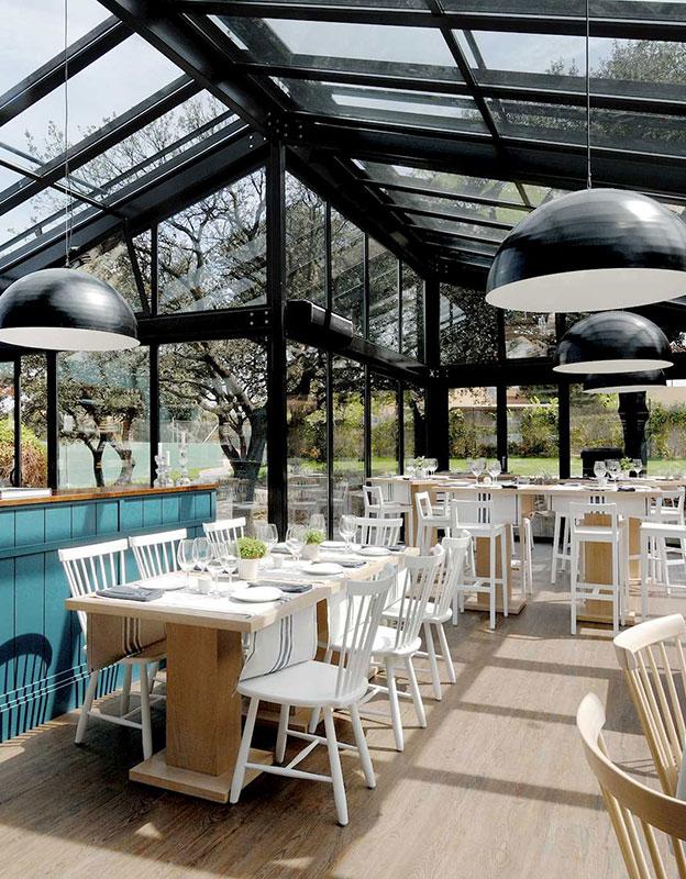 solarlux-sdl-akzent-plus-roof-restaurant-black